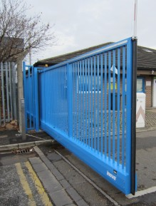 Inova Free-carrying sliding gate