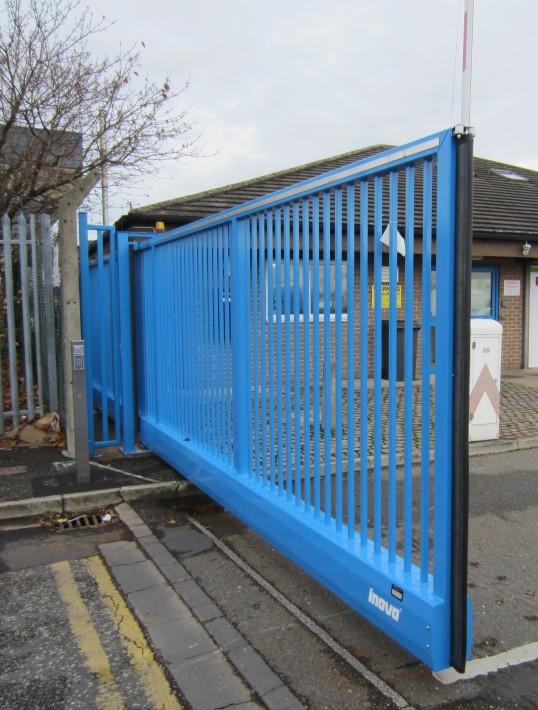Inova cantilever sliding gate