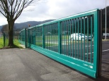Zabag free-carrying sliding gate